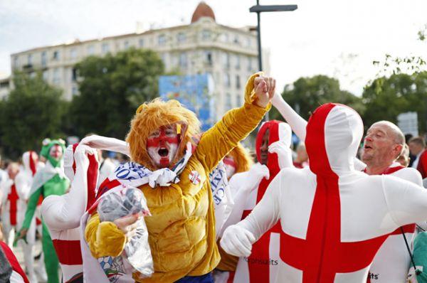 Фанаты сборной Англии.