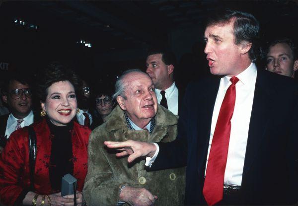 К 1990 году году миллиардная империя Трампа оказалась на грани банкротства: из-за финансового кризиса Трамп не смог погашать взятые займы. Однако к 1997 году миллиардеру удалось преодолеть кризис.