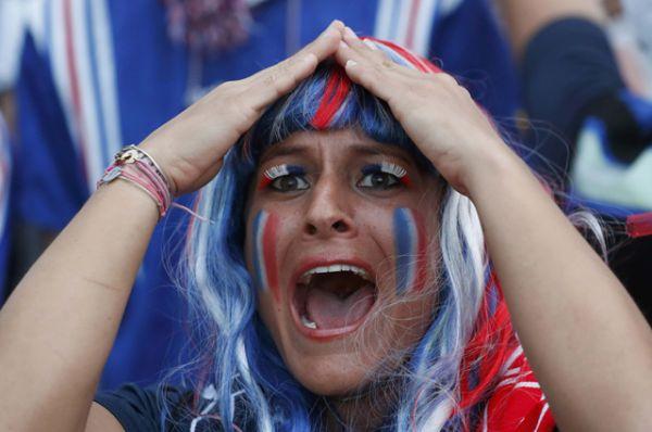 Болельщица за сборную Франции.