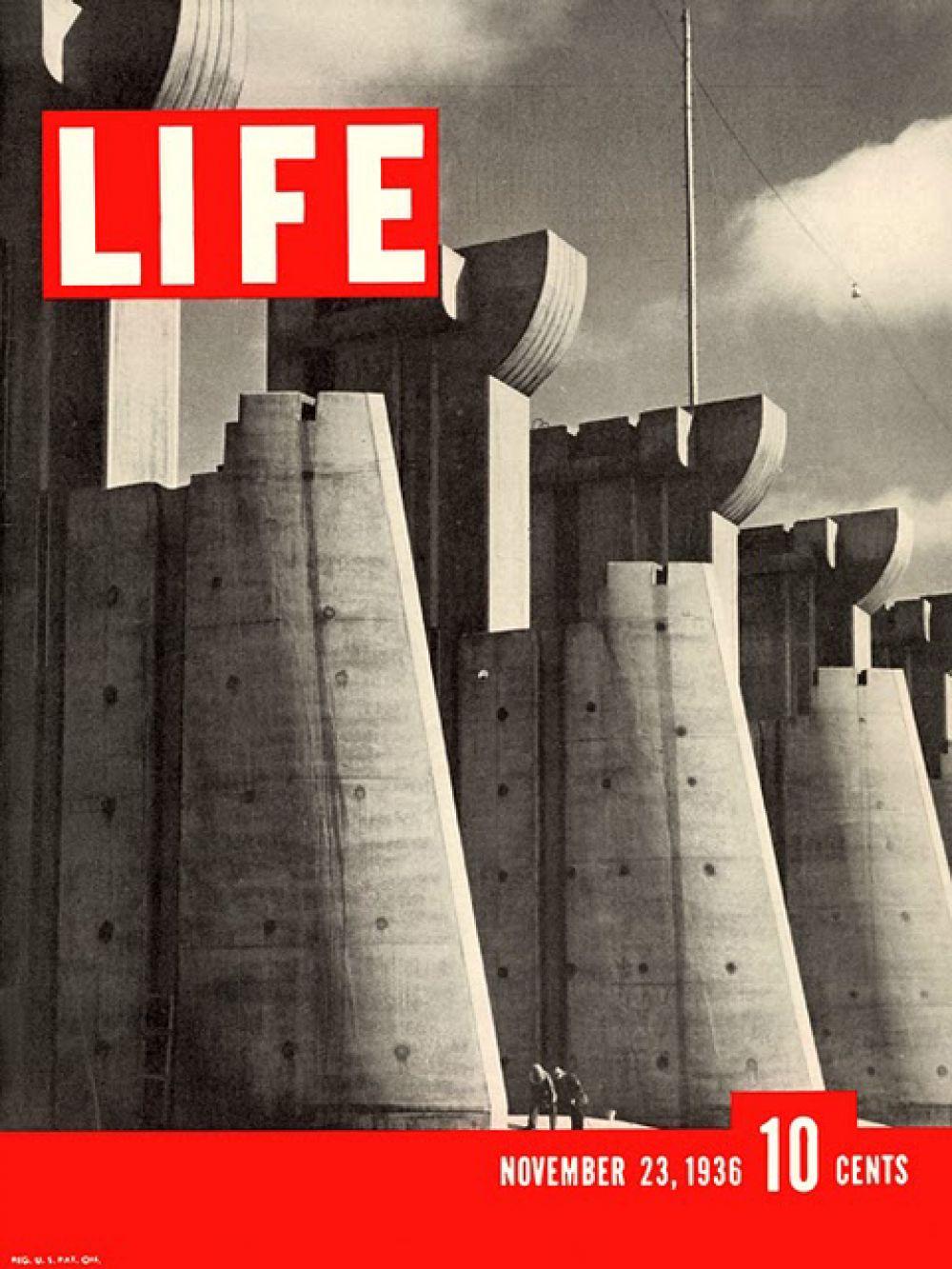 23 ноября 1936 года в Life была опубликована её первая работа — фотографии со строительства дамбы Форт-Пек. Фотография дамбы, попавшая на обложку журнала, впоследствии была использована на американских почтовых марках.