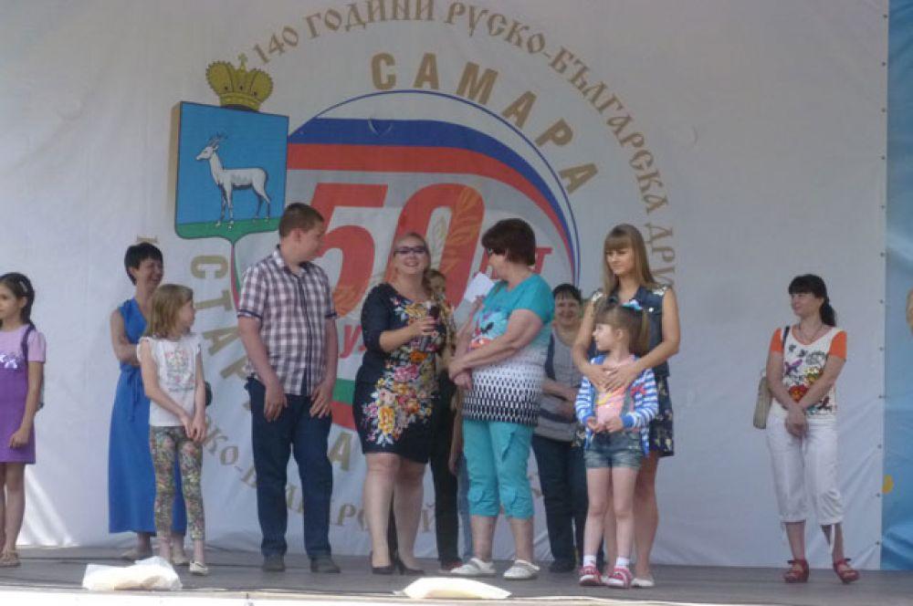 7 Викторина на знание различных болгарских блюд и продуктов питания ещё больше погрузила зрителей в болгарскую культуру.