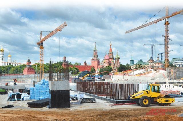 Строительство под стенами Кремля планируется завершить в сентябре 2017 г.