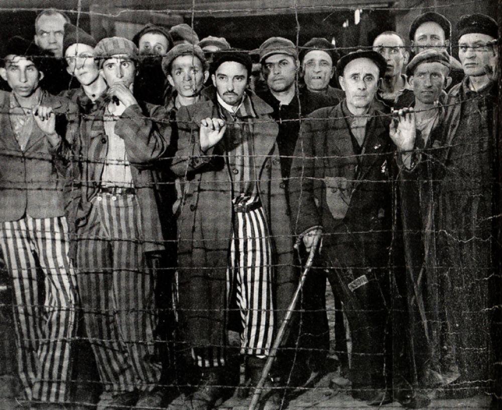 Весной 1945 года Бурк-Уайт сопровождала американского генерала Джорджа Паттона в его поездке по Германии. В этот же период она посетила концентрационный лагерь Бухенвальд.