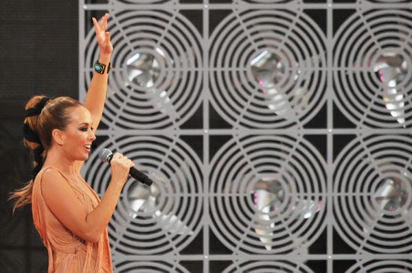 Певица Жанна Фриске выступает на концерте, посвященном Дню России, на Красной Площади, 2012 год.