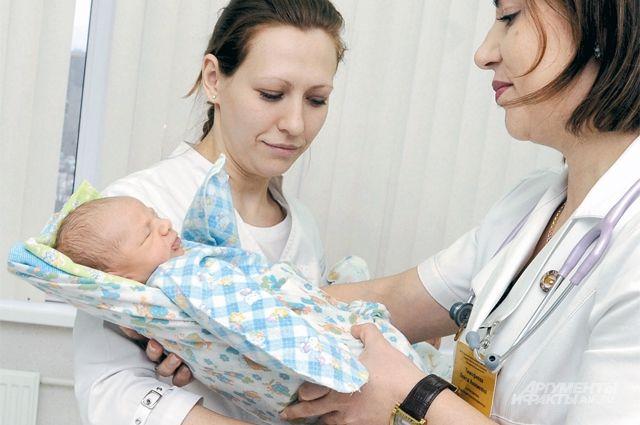 Прирост населения в последние годы идёт за счёт мигрантов, уверен врач.