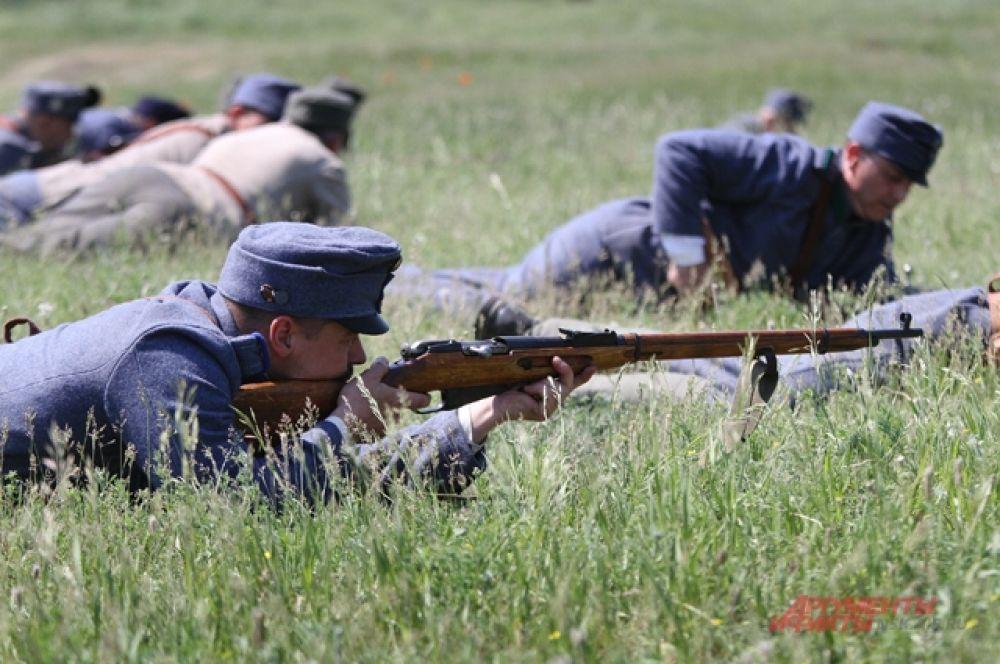 Знаменитый «Брусиловский прорыв» реконструировали на поле боя. С одной стороны австровенгерская армия, с другой - российская.