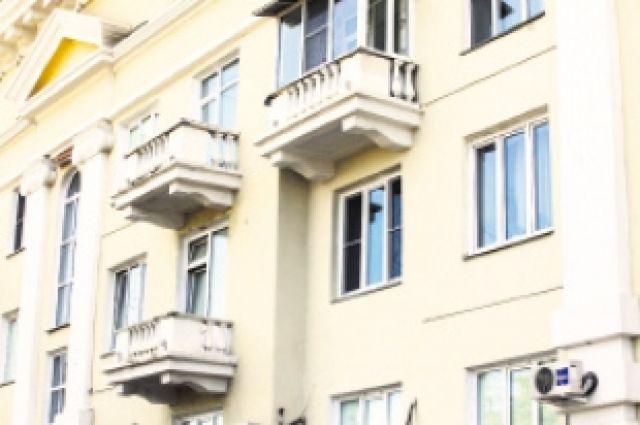 Стрелял подозреваемый с балкона.