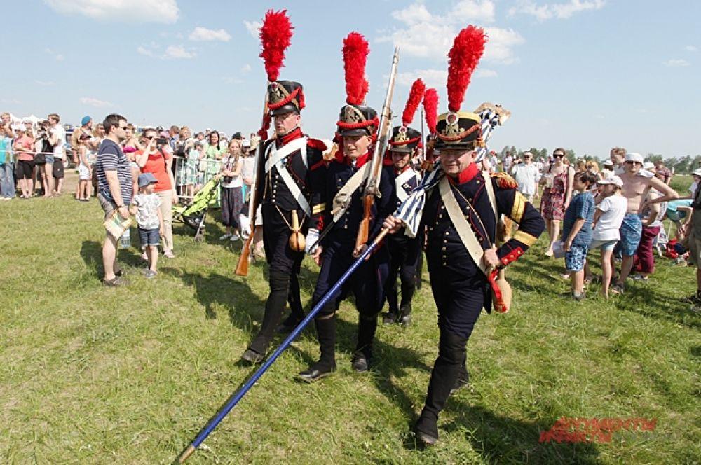 «Сражение при Кульме» показали реконструкторы. Здесь наши громили французов. Обмундирование гусар точно такое же как носили в 1812 году.