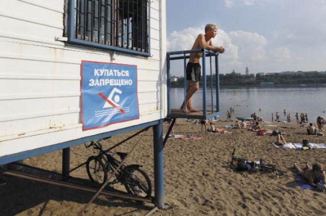 Одновременно на пляжах дежурят от 4 до 8 спасателей.
