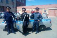 Инспекторы Сергей Лапин, Михаил Пашнин и Андрей Захаров спасли семью от смерти в пожаре.