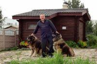 Фермер Алексей Бухаровский готов спустить на коррупционеров всех собак.