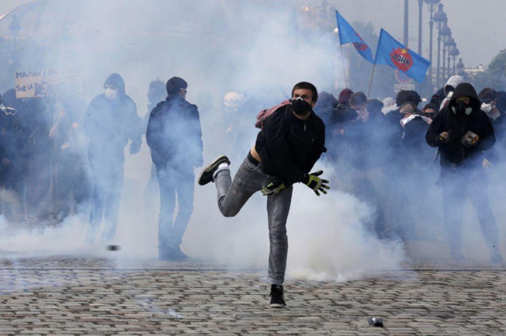 Профсоюзы по всей стране протестуют против спорной реформы.