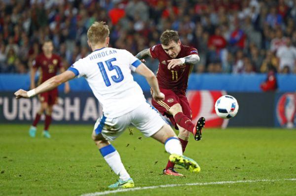 80-я минута. Денис Глушаков забивает гол. Счёт 1:2.
