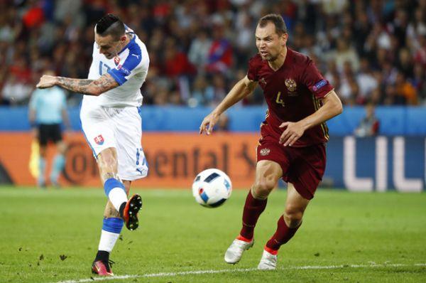 Второй гол на 45-й минуте забивает Марек Гамшик.