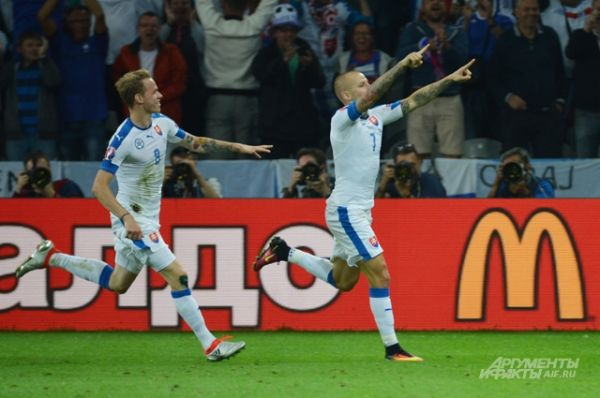 Первый гол забил в наши ворота Владимир Вайсс.