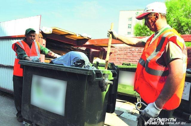 Замеры осуществияет мусоровывозящая компания: машина фиксирует массу и объём.