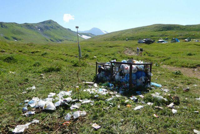 Убрать за собой мусор может каждый.