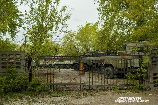 До 2000-х годов военный городок был закрытым.