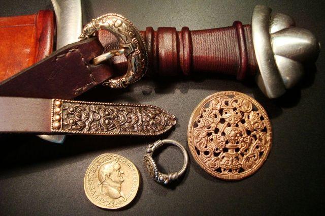 Килограммовый клад сдрагоценностями викингов отыскали вюжной Дании