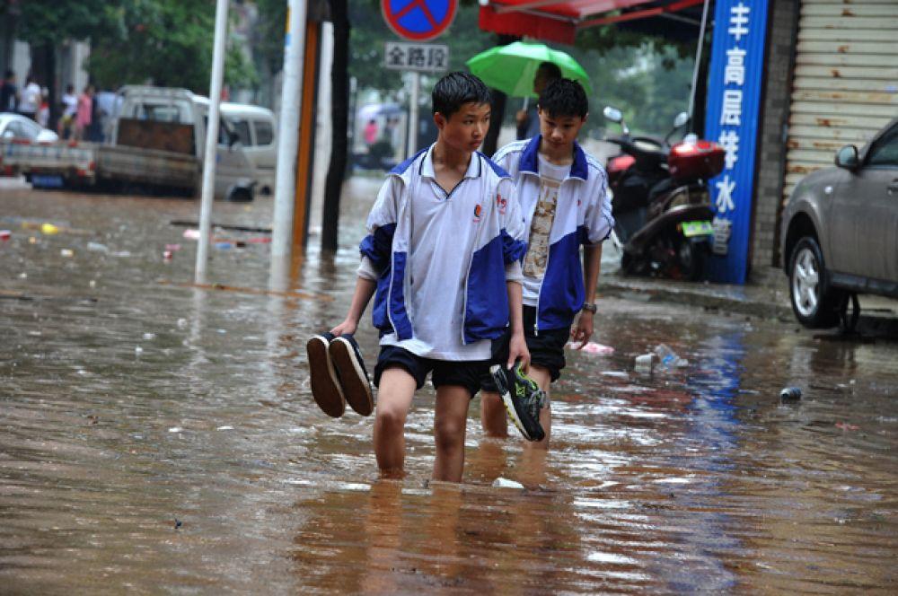 Студенты в Чжучжоу в провинции Хунань.