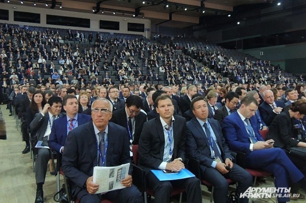 В Петербург приехали бизнесмены и политики со всего мира.