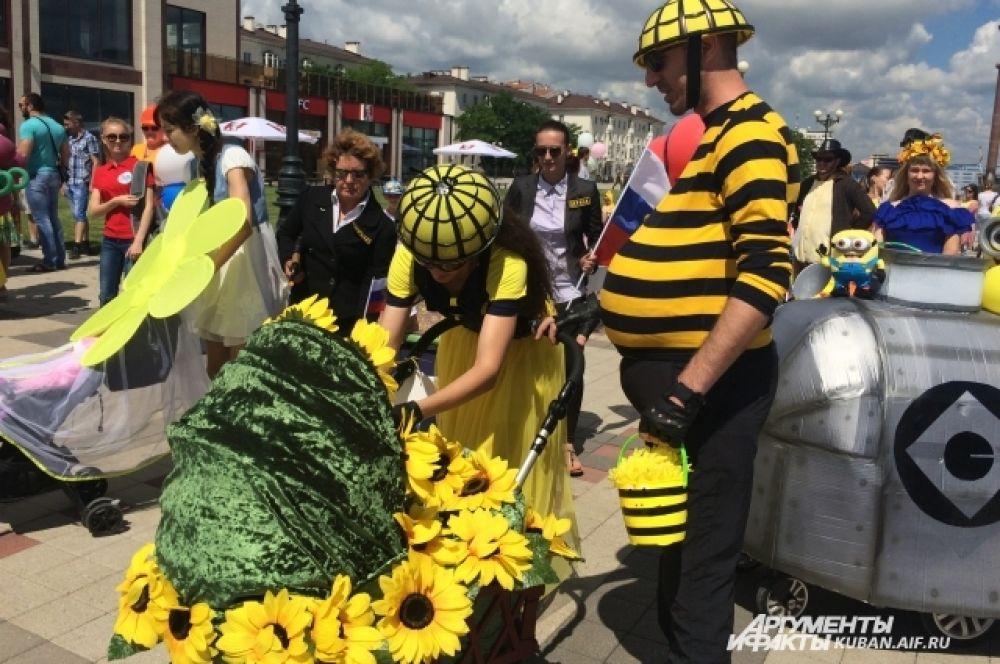«Пчелиная» семья - фантазия участников конкурса была безгранична.