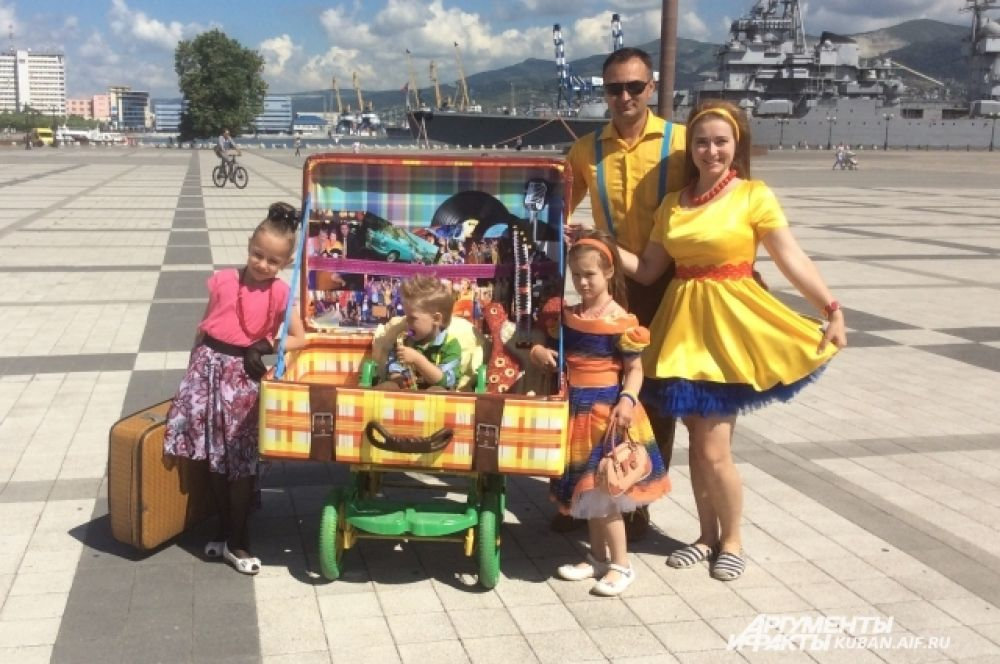 Победители парада - семья Литвиненко.