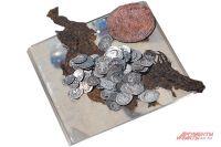 Похожие монеты нашли под Новосибирском.
