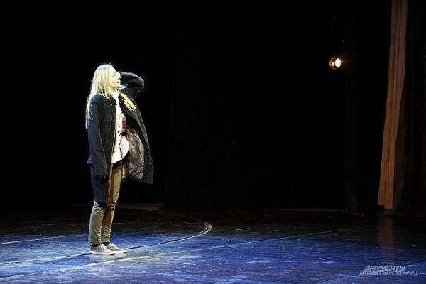 В большом зале Театра-Театра прошёл показ молодых артистов.