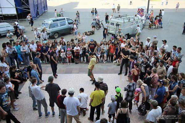 Наибольший интерес у посетителей вызвали уличные танцы.