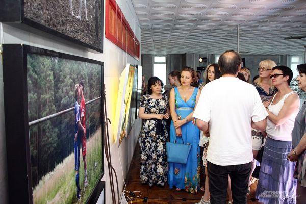 Посетители могли увидеть вернисаж проекта «Пантеон ушедших фестивалей».