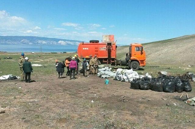 Почти 3 тыс. мешков мусора собрали волонтеры на Ольхоне.