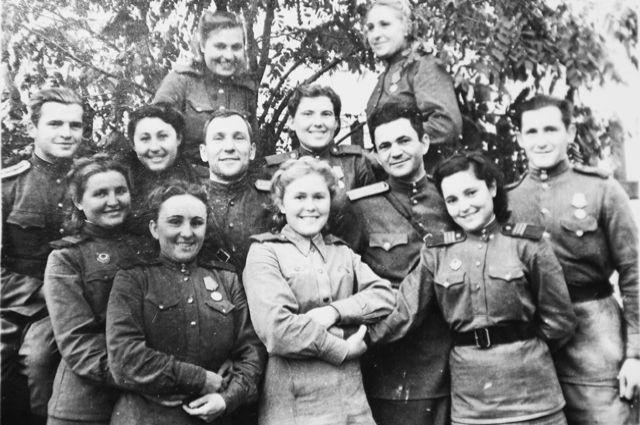 С боевыми товарищами дошла до Берлина.