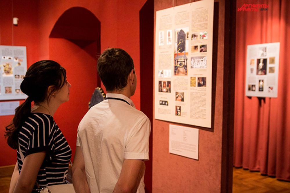 Люди с удовольствием слушали кураторов музея, который представлял выставочный и образовательный проект Art & Science