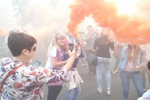 Фестиваль цветного дыма прошел в Новосибирске