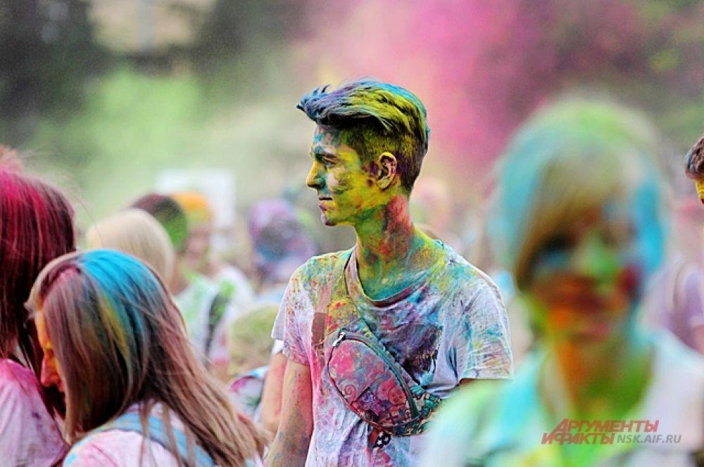 Краски отлично украшают и парней, и девушек.