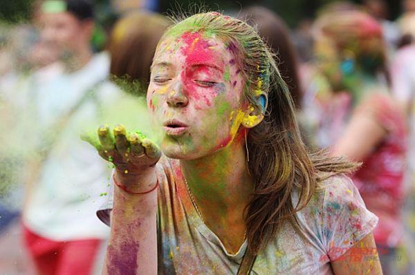 Постепенно краски потускнеют и ветер их сдует с волос, но впечатление у участников останется надолго.