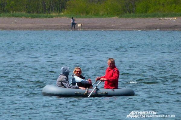Горожане могли прокатиться на лодке или катере.