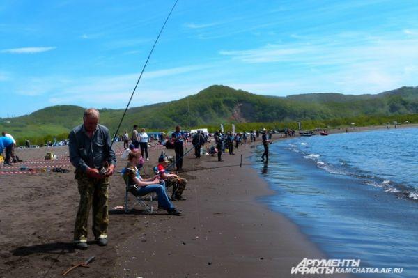 Более 100 рыбаков приняли участие в фестивале морской рыбалки.