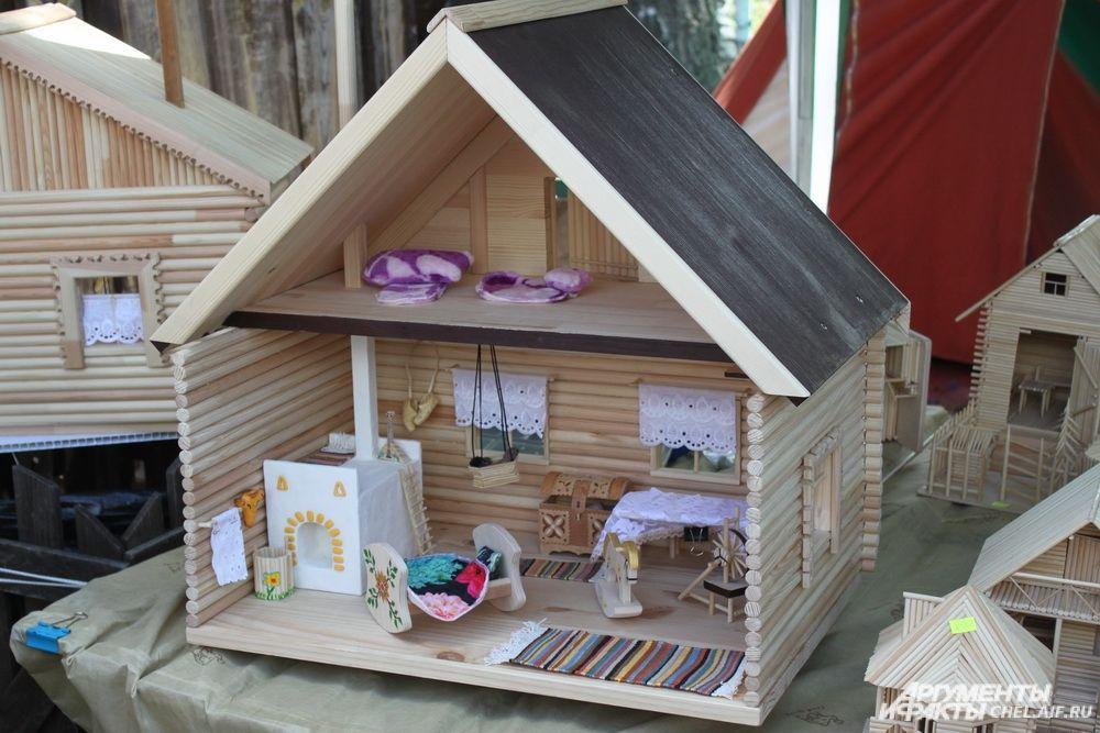 Созданные мастерами игрушки особенно понравились детям.
