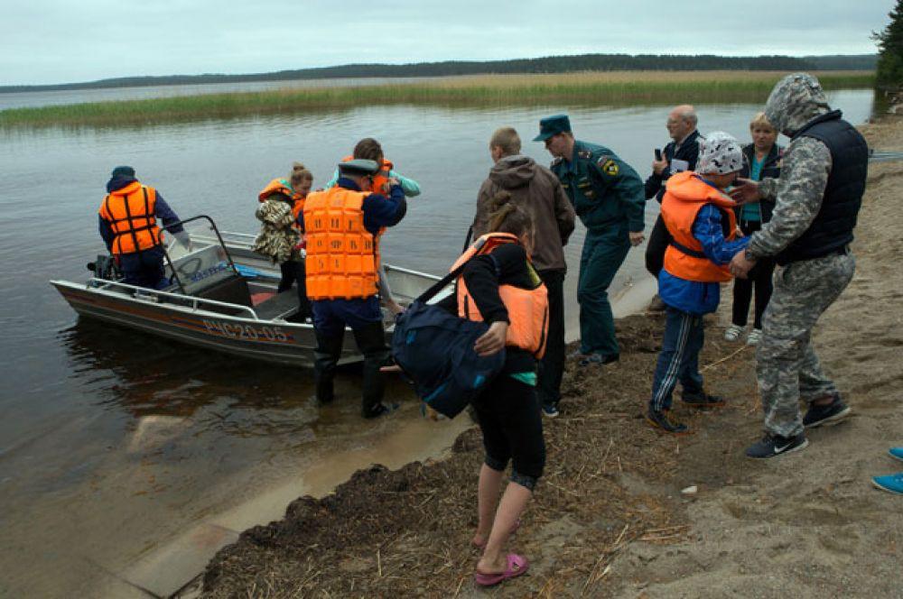 Поисково-спасательная операция в районе озера Сямозеро в Карелии.