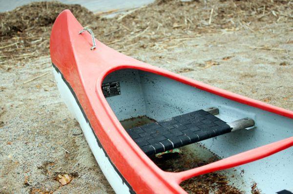 Байдарка, предположительно на типе которой в туристическом походе на озере Сямозеро в Карелии во время шторма погибли дети.