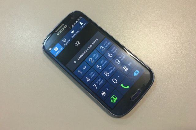 Сотрудник МВД подозревается в том, что взятки ему кидали на счёт телефона.