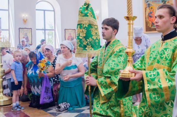 С самого утра в храме много прихожан разных возрастов, профессий и статусов.