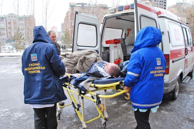 Женщина выжила после падения с третьего этажа.