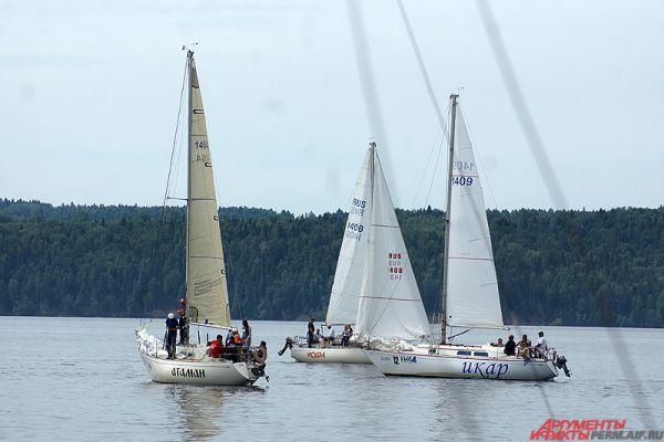 Дистанция гонки представляла из себя огромную водную петлю и треугольник, выделенные знаками – надувными буями.