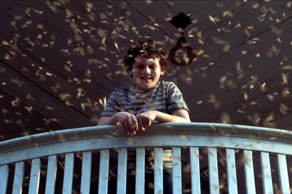 Впервые об Антоне заговорили, когда он принял участие в драме «Сердца в Атлантиде» (2001) вместе с Энтони Хопкинсом.