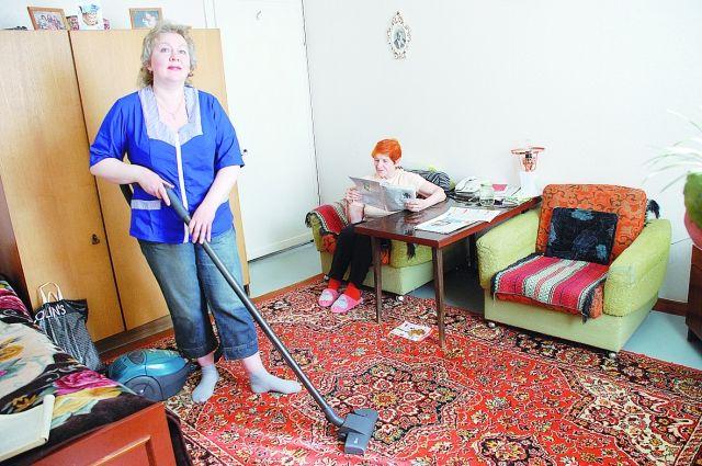 Соцработники помогают тем, кому тяжело делать работу по дому и становятся членами их семей.