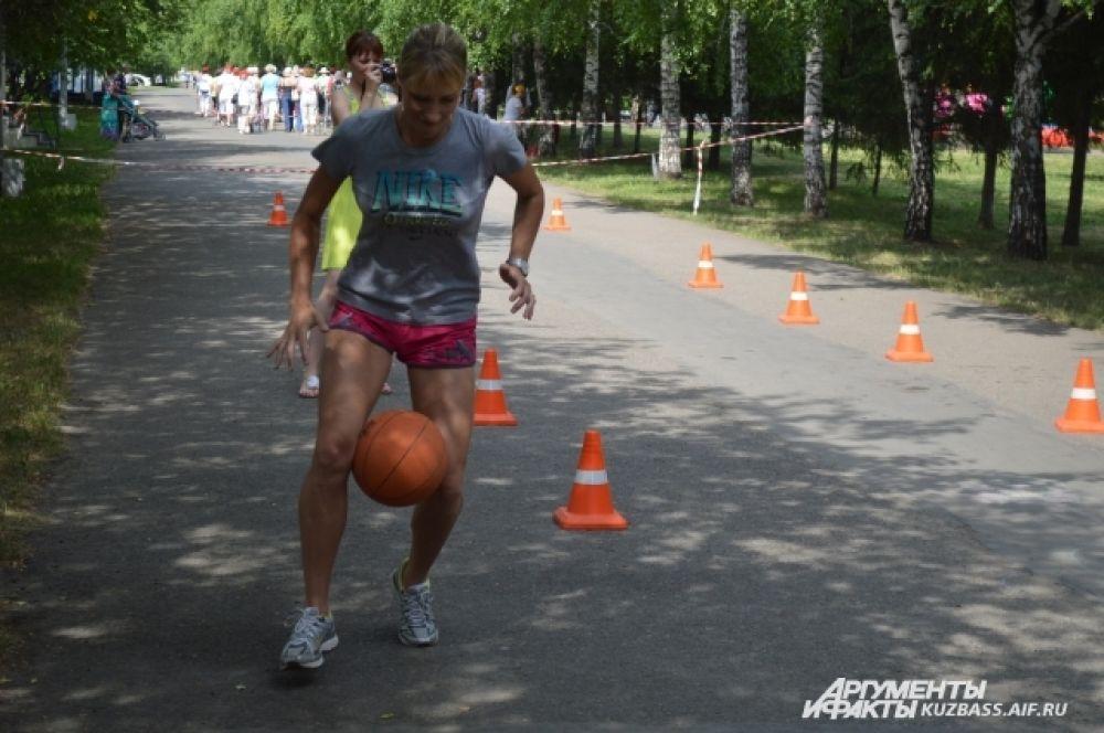 Кемеровчане на празднике могли не только поддержать участников состязаний, но в некоторых видах спорта и сами поучаствовать.