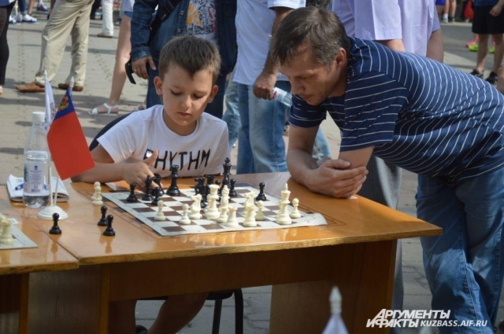 Любители и ценители умственного труда могли сразиться в состязаниях по шахматам.